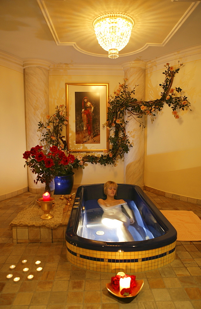 AUT, Austria, Neustift-Milders, Stubai Valley: Wellness. young woman in a spa. Relaxing after a Cleopatra bath. Wellness-Spa Hotel Milderer Hof. |