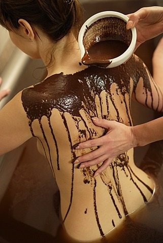 Woman, 35, in a bathtub with chocolate, Thalasso therapy in a spa resort