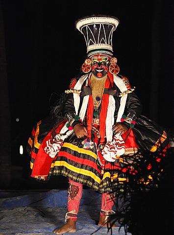 Kathakali dance, Chuvanna Thaadi character, Kerala, southern India, Asia