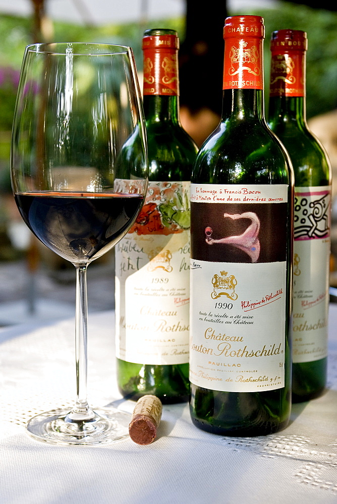 Chateau Mouton Rothschild 1er Cru Classe Pauillac Vertikale 1988, 1989 and 1988, bordeaux glass