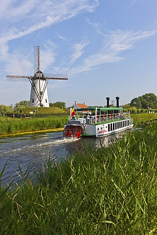 Old paddle wheel steamer on the canal between Bruges and Damme, Damse Vaart-Zuid, Damme, Bruges, West Flanders, Flemish Region, Belgium, Europe