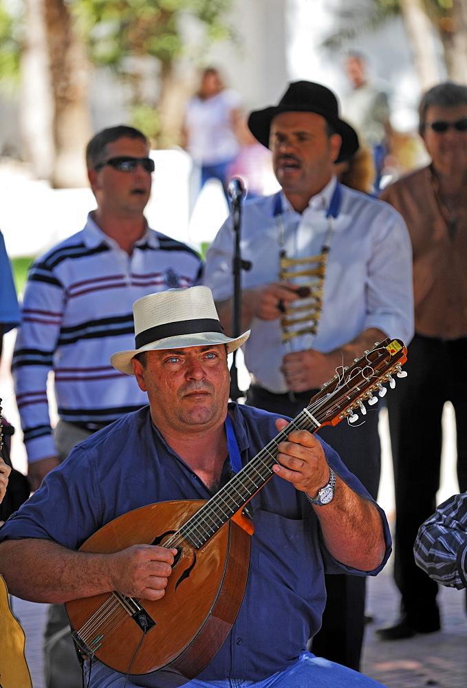 Folklore music at sunday market in Antigua , Fuerteventura , Kanarische Inseln