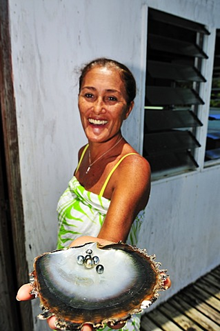 Woman with pearls, Tauahei pearl farm, Raiatea or Ra'iatea, Leeward Islands, Society Islands, French Polynesia, Pacific Ocean