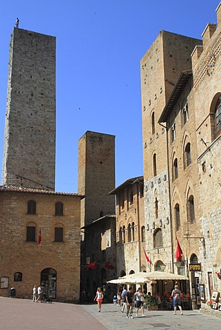 Medieval town of San Gimignano with residential towers, Siena province, Tuscany, Italy, Europe