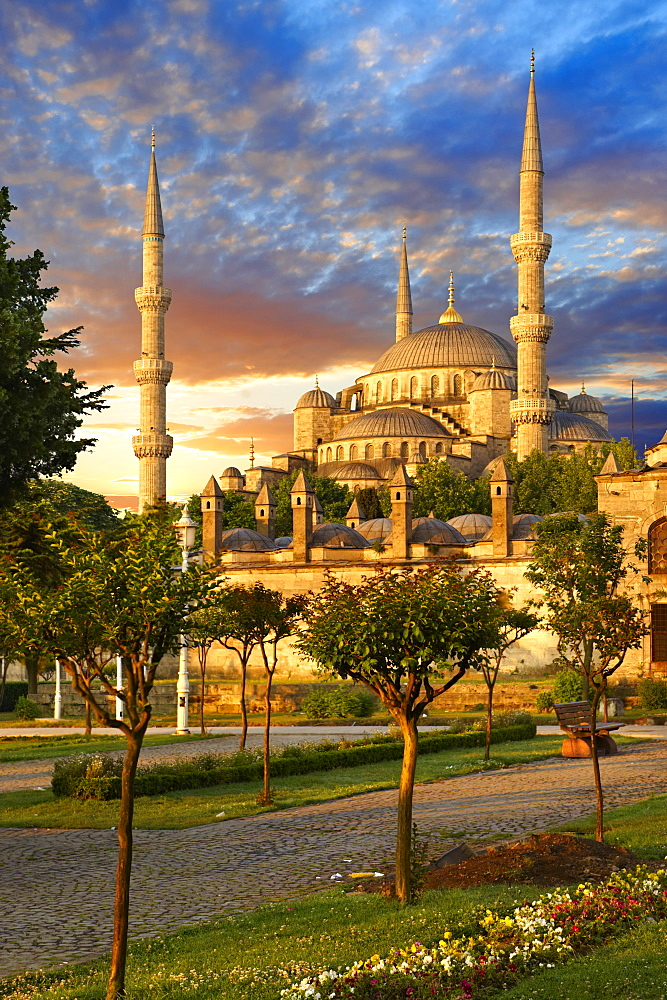 Sunset over the Sultan Ahmed Mosque, Sultanahmet Camii, or Blue Mosque, Istanbul, Turkey