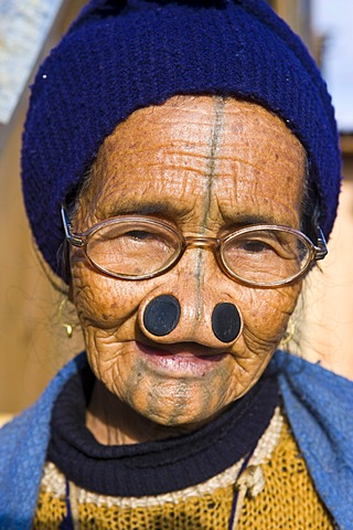 Old woman from the Apatani tribe, known for the pieces of wood in their nose to make them ugly, Ziro, Arunachal Pradesh, northeast India, India, Asia