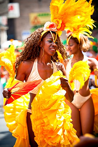 Female samba dancer, Samba Festival, Coburg, Bavaria, Germany, Europe - 832-374633