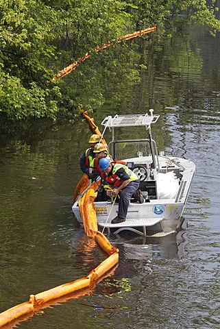 Workers place containment boom on the Kalamazoo River to contain an oil spill during which 800, 000 gallons of oil spilled from an Enbridge Energy Partners pipeline, Battle Creek, Michigan, USA