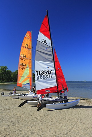 Sailing boats on the bank of the Saint Lawrence River, Châteauguay, Montréal, Quebec Province, Canada, North America