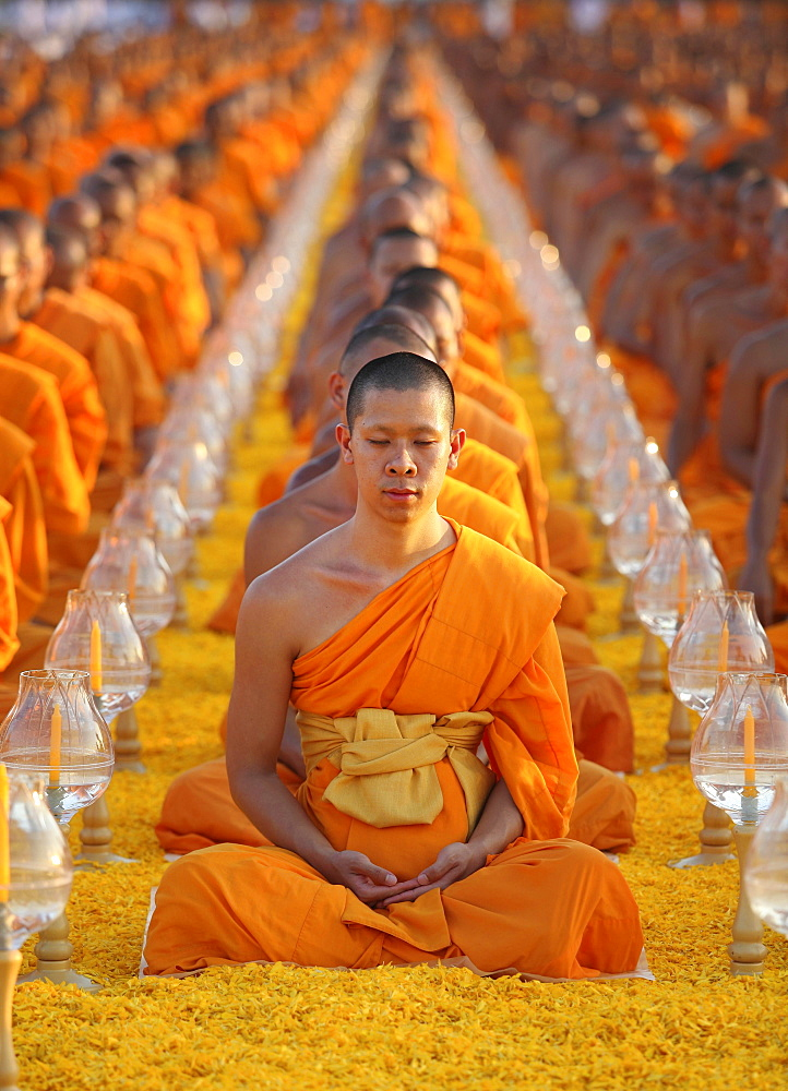 Monks sitting in a row meditating, Wat Phra Dhammakaya Temple, Khlong Luang District, Pathum Thani, Bangkok, Thailand, Asia