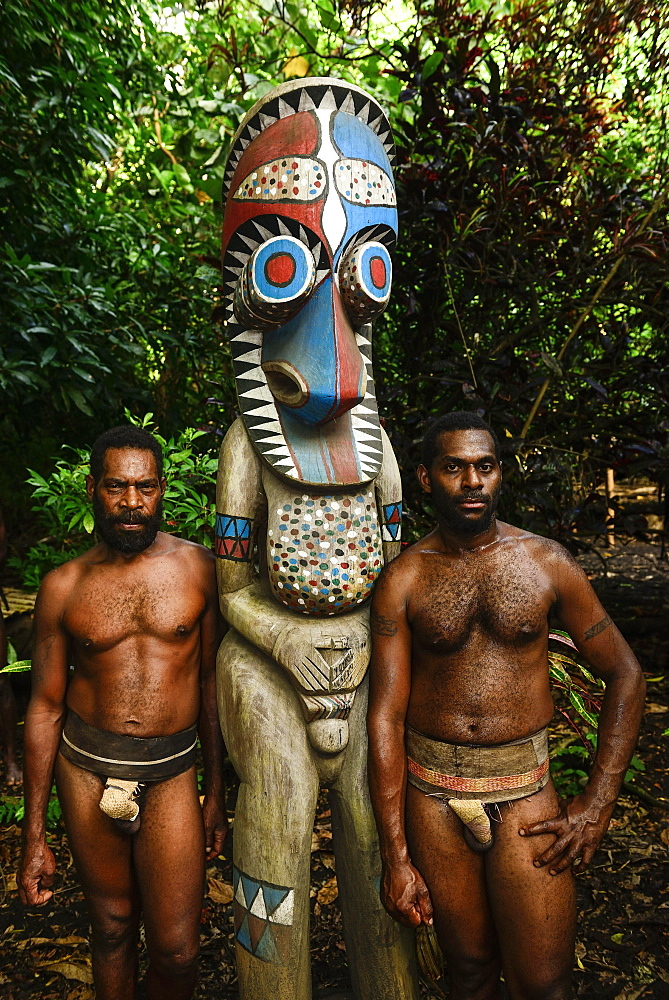 Two native men with totem pole, Fanla, Ambrym Island, South Sea, Vanuatu, Oceania