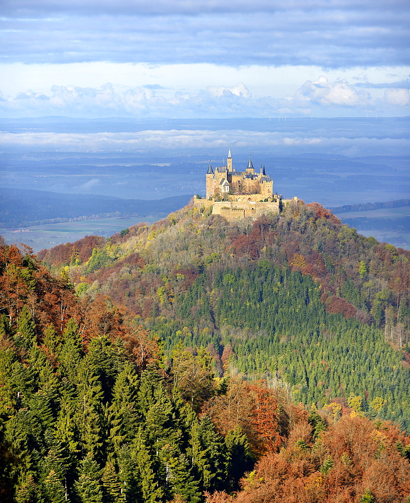 Hohenzollern Castle in autumn, valley fog, good visibility, Swabian Jura, Zollernalb, Hechingen, Baden-Württemberg, Germany, Europe