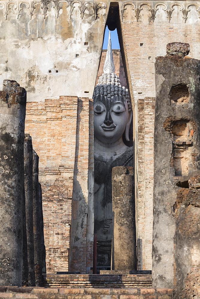 Wat Si Chum, Sukhothai Historical Park, Sukhothai, Thailand, Asia