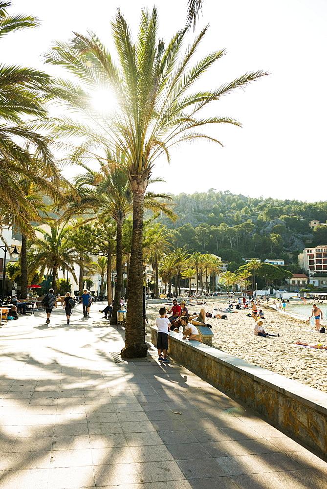 Seaside promenade, Port de Sóller, Majorca, Balearics, Spain, Europe