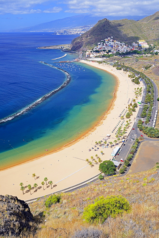 Beach, Playa de las Teresitas, San Andres, Santa Cruz in the background, Tenerife, Canary Islands, Spain, Europe