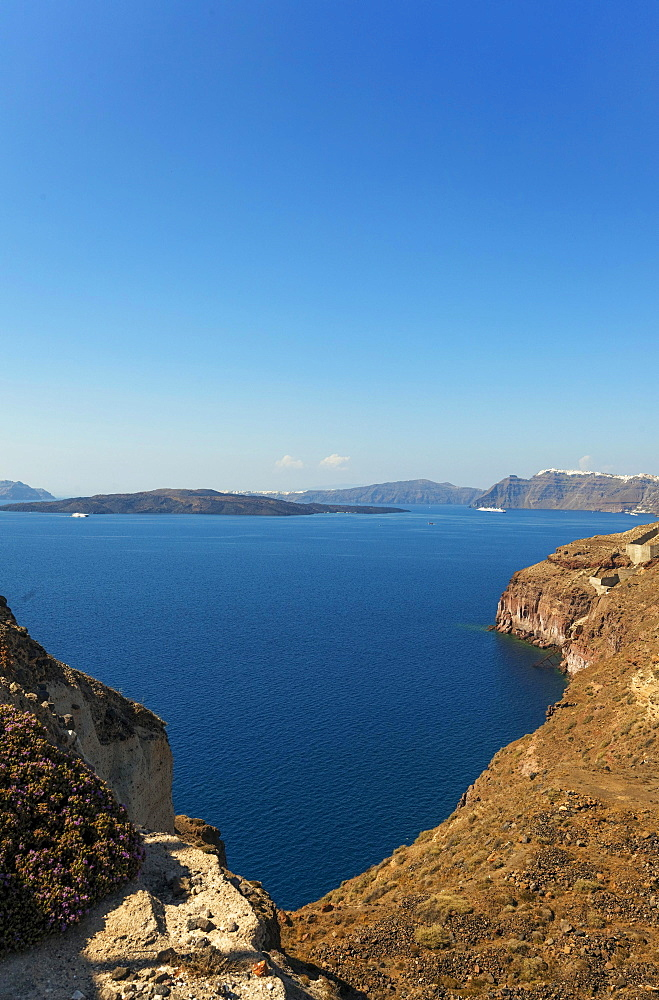Santorini Caldera, seen from Akrotiri, Santorini, Cyclades Islands, Greece, Europe