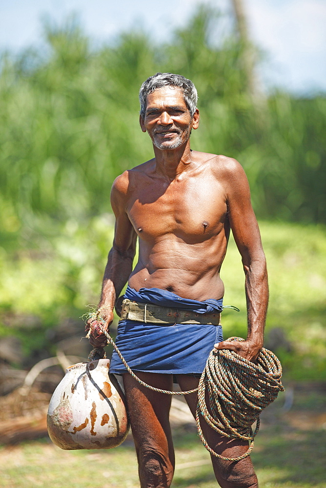 Toddy Tapper with rope for collecting palm juice, Wadduwa, Western Province, Ceylon, Sri Lanka, Asia