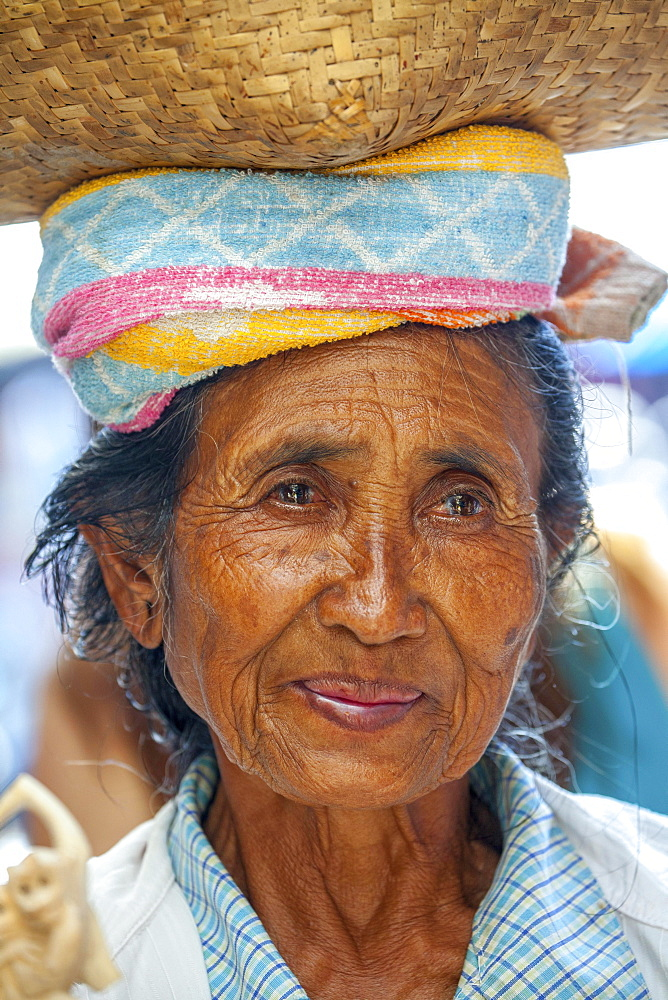 Old woman carrying a woven basket on her head, Balinese, locals, Ubud, Bali, Indonesia, Asia