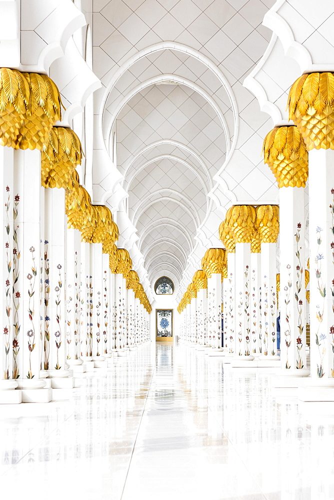 Gang in the Sheikh Zayed Mosque, Sheikh Zayid Mosque, Abu Dhabi, Emirate of Abu Dhabi, United Arab Emirates, Asia