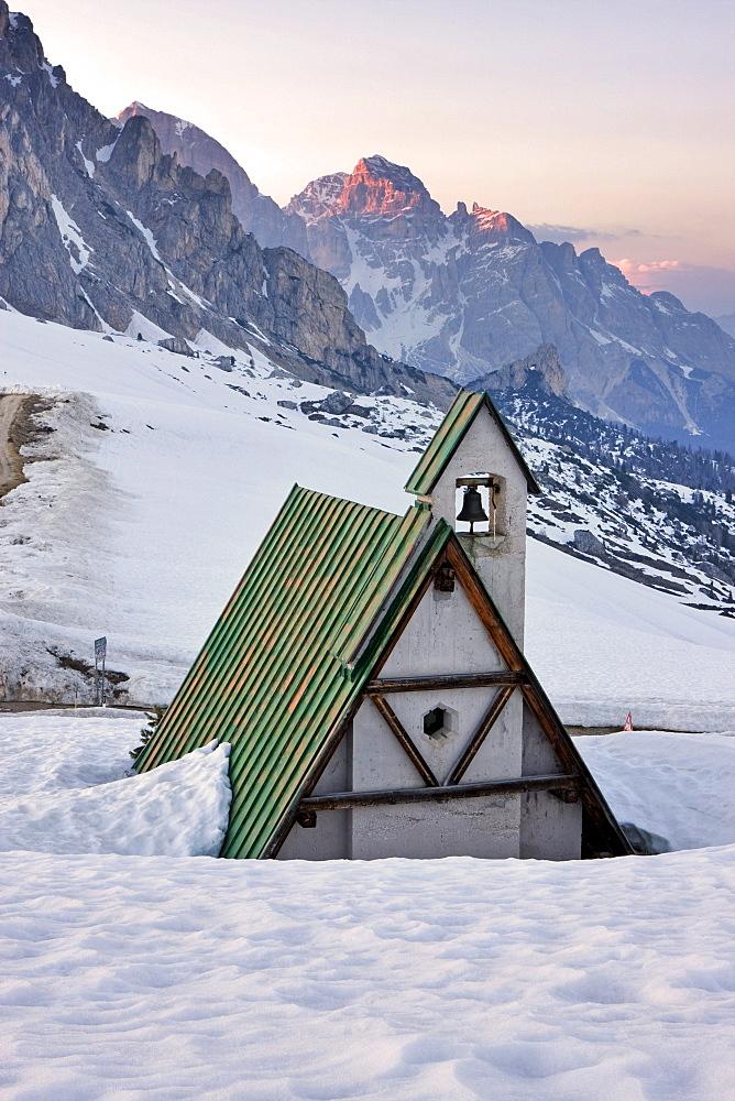 Small chapel, Passo Giau or Giau Pass, Dolomites, Italy, Europe