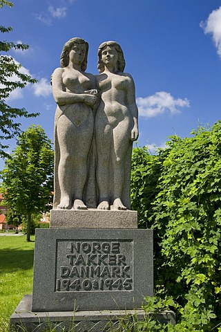 Statue of sisters, Norway thanking Denmark, World War II, Copenhagen, Denmark, Europe