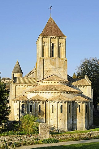Eglise Saint Hilaire church, French Way, Way of St James, Melle, Poitiers, Department of Deux-Sevres, Poitou-Charentes, France, Europe, PublicGround