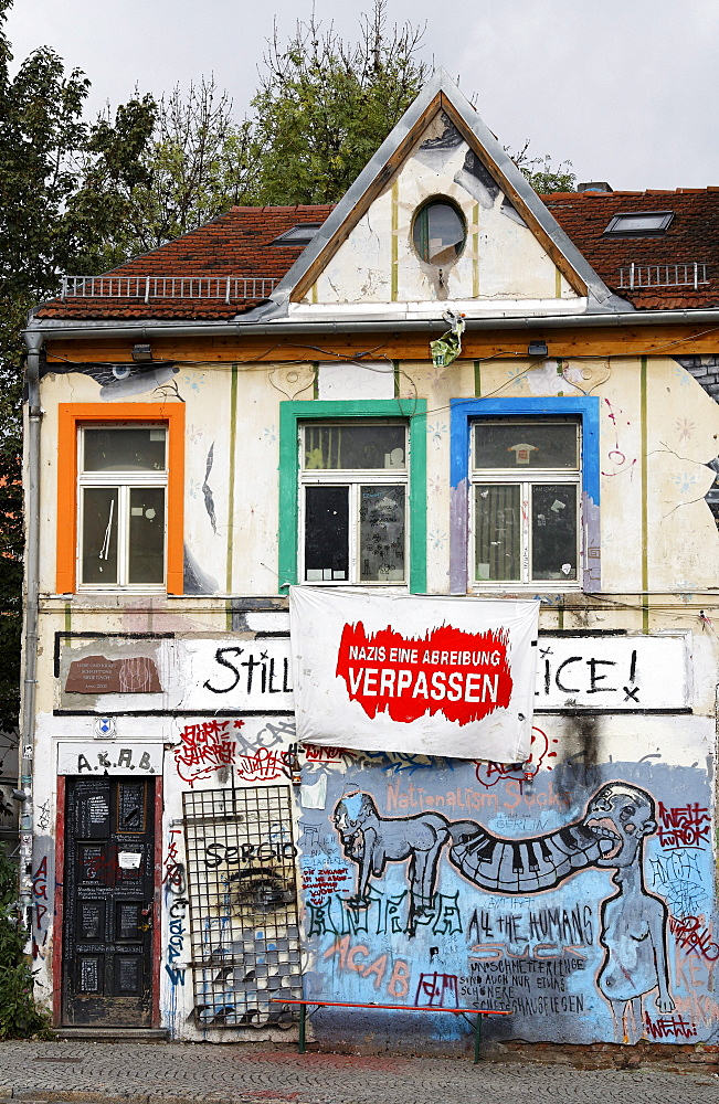 Condemned buildings in the historic district, painted with graffiti and an anti-Nazi slogan, alternative scene, Weimar, Thuringia, Germany, Europe