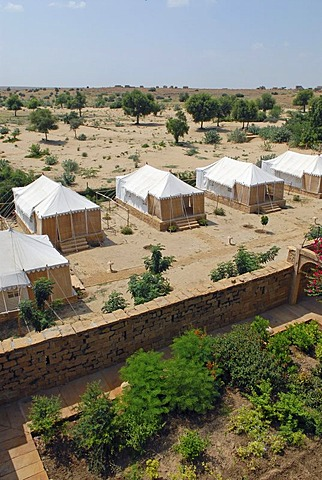 Tents of the Royal Jodhpur Camp in Mool Sagar, heritage hotel and pleasure gardens of the Maharajas of Jodhpur near Jaisalmer, Thar Desert, Rajasthan, North India, India, Asia