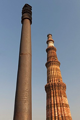 Iron pillar, one of the first metallurgical monuments and Qutb Minar minaret, UNESCO World Heritage Site, New Delhi, North India, India, Asia