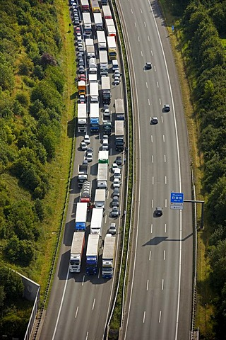 Aerial view, traffic jam due to an accident with a truck resulting in closure of the highway, Hamm, Ruhr Area, North Rhine-Westphalia, Germany, Europe