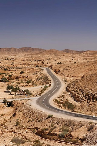Road near Matmata, Tunisia, Maghreb region, North Africa, Africa