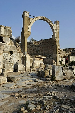Excavations at Ephesus, Efes, Pollio fountain or fountain of Domitian, converted Nymphaeum of Pollio, 93 AD, UNESCO World Heritage Site, Selcuk, Lycia, Southwest Turkey, West Coast, Western Turkey, Turkey, Asia Minor