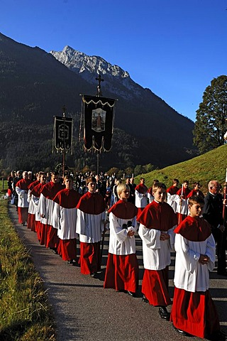 Altar boys during the Thanksgiving procession in Ramsau, Upper Bavaria, Bavaria, Germany, Europe