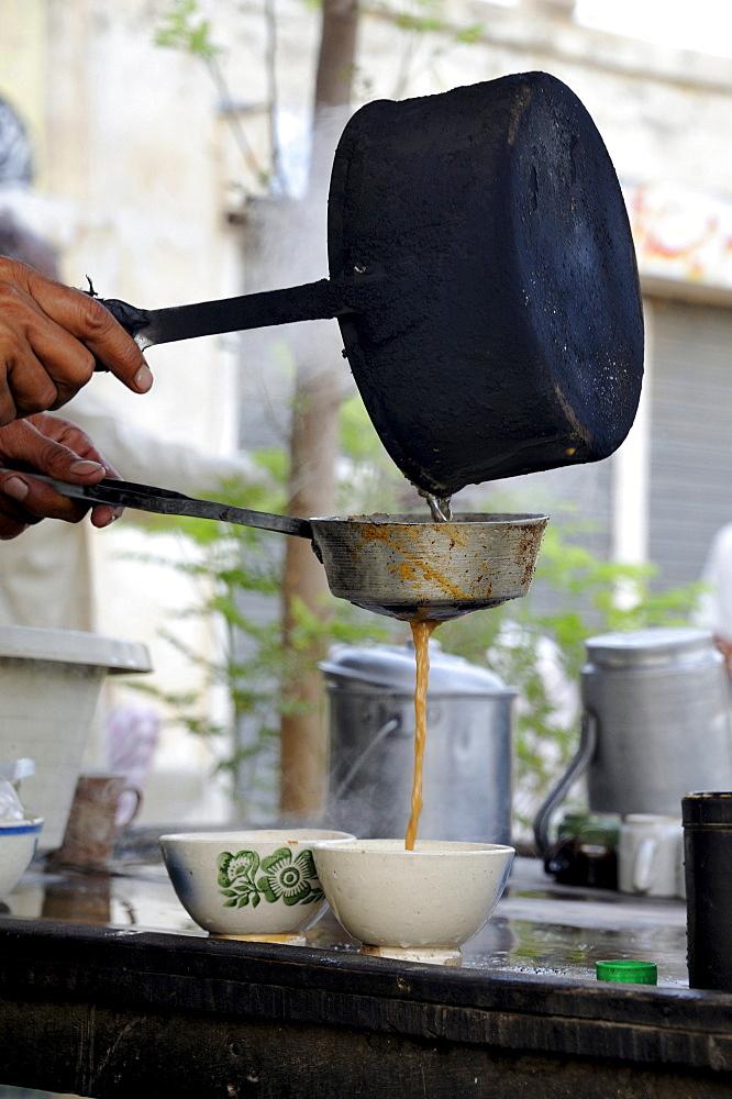 Tea being poured, tea room, Muzaffaragarh, Punjab, Pakistan, Asia