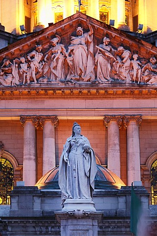 Statue of Queen Victoria in front of City Hall, Belfast, Northern Ireland, Ireland, Great Britain, Europe, PublicGround