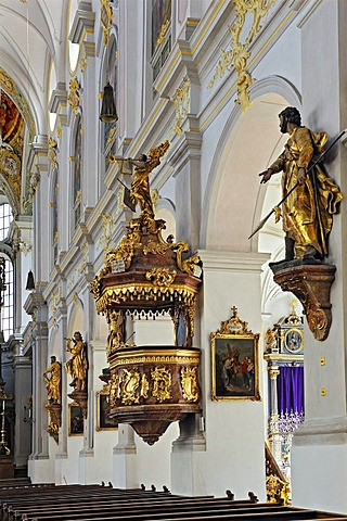 Pulpit and statues of saints, parish church of St. Peter, Munich, Bavaria, Germany, Europe