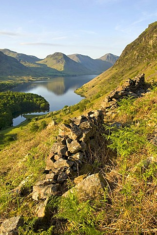 Old stone wall and the lake, England's deepest lake, lake Wastwater, lake Wast Water, Wasdale Valley, Lake District National Park, Cumbria, England, United Kingdom, Europe