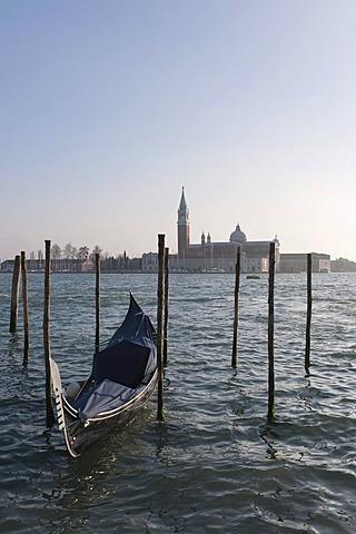 Gondola in front of the Isola di San Giorgio Maggiore island with the church of San Giorgio Maggiore, Sestiere Castello quarter, Venice, Veneto, Italy, Southern Europe