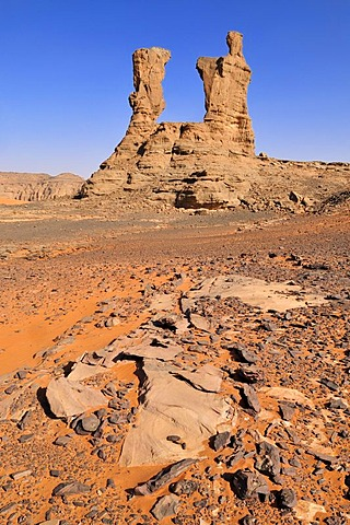 Prominent rock formation in the Tadrart, Tassili n'Ajjer National Park, Unesco World Heritage Site, Algeria, Sahara, North Africa