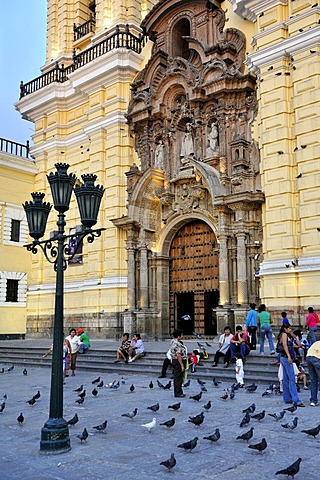 People on the steps of the church of Iglesia de San Francisco Lima, UNESCO World Heritage Site, Peru, South America