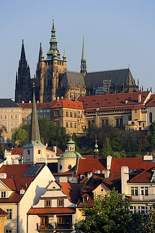 View over the roofs of the Mala Strana district on the St. Vitus Cathedral, UNESCO World Heritage Site, Prague, Bohemia, Czech Republic, Czech Republic, Europe
