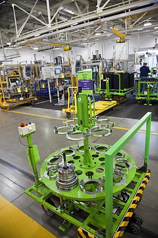 An automated, driverless cart shuttles transmission parts from one work station to another at General Motors' Toledo Transmission Facility, Toledo, Ohio, USA