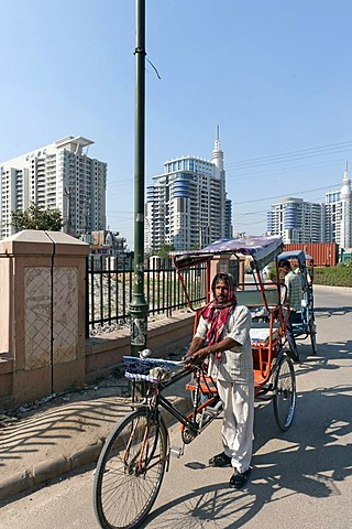 Rickshaw drivers in front of new residential high-rise buildings in Gurgaon, Haryana, India, Asia