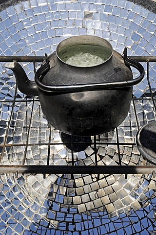 Kettle, cooking with solar energy, solar restaurant, Vicuna, Valle d'Elqui, Elqui Valley, La Serena, Norte Chico, northern Chile, Chile, South America - 832-98203