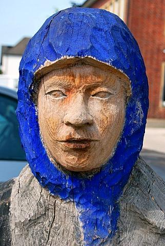 Face of a woman wearing a headscarf, wooden sculpture, artist Peter Nettesheim