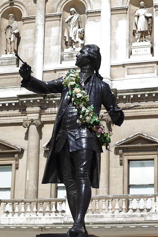 Statue of Sir Joshua Reynolds in front of the Royal Acadamy of Arts, Burlington House, Piccadilly, London, England, United Kingdom, Europe