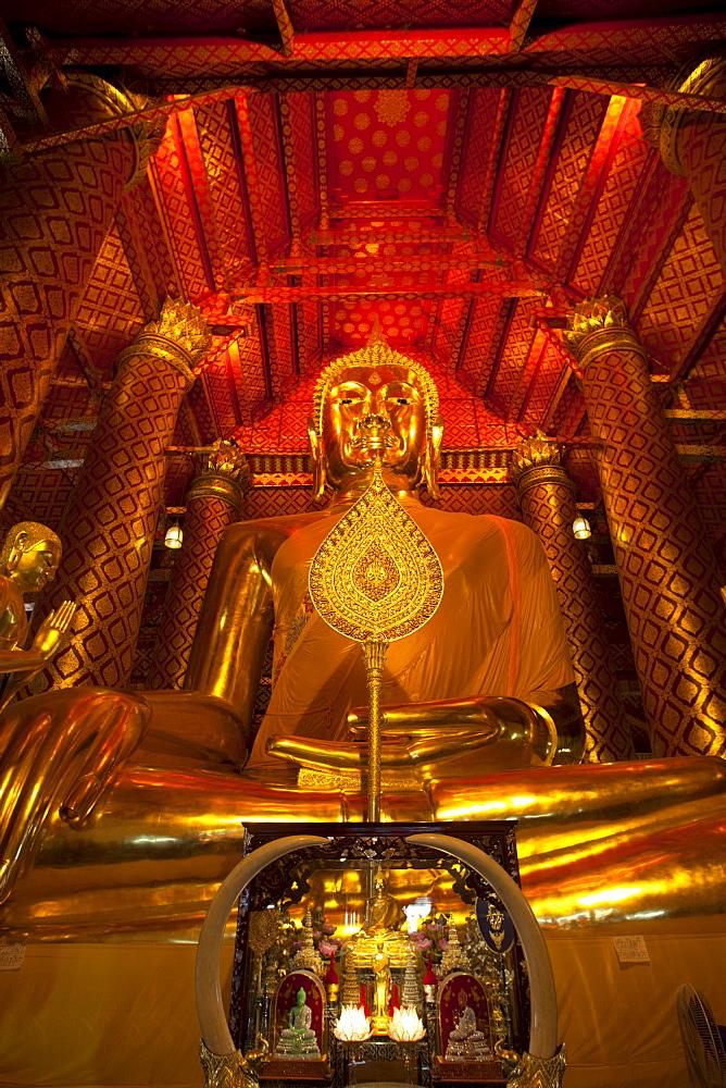 Giant Buddha statue, Wat Phanan Choeng, Ayutthaya, Thailand, Southeast Asia, Asia