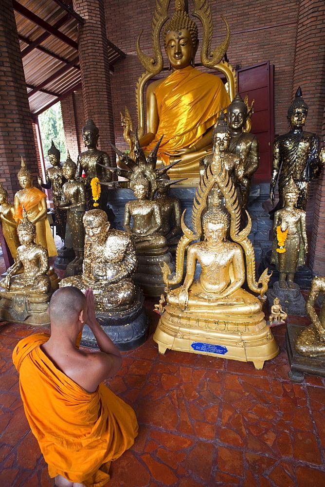 Monk in Wat Yai Chai Mongkhon, Ayutthaya Historical Park, Ayutthaya, Thailand, Southeast Asia, Asia