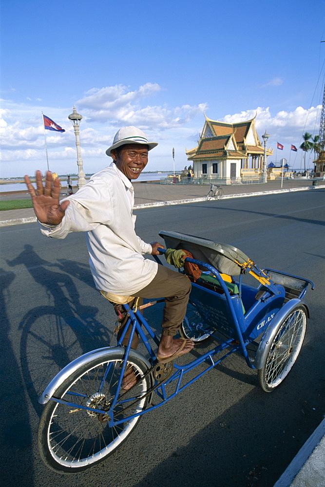Cyclo driver, Phnom Penh, Cambodia, Indochina, Southeast Asia, Asia