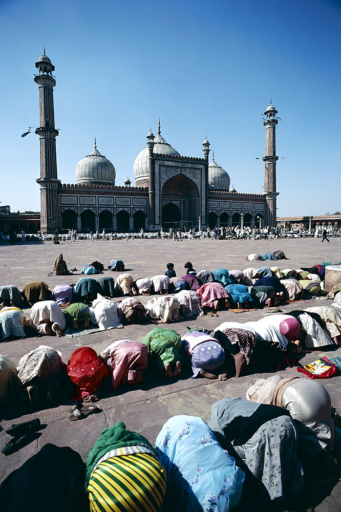 People praying at the Friday Mosque (Jama Masjid ), Delhi,  India, Asia
